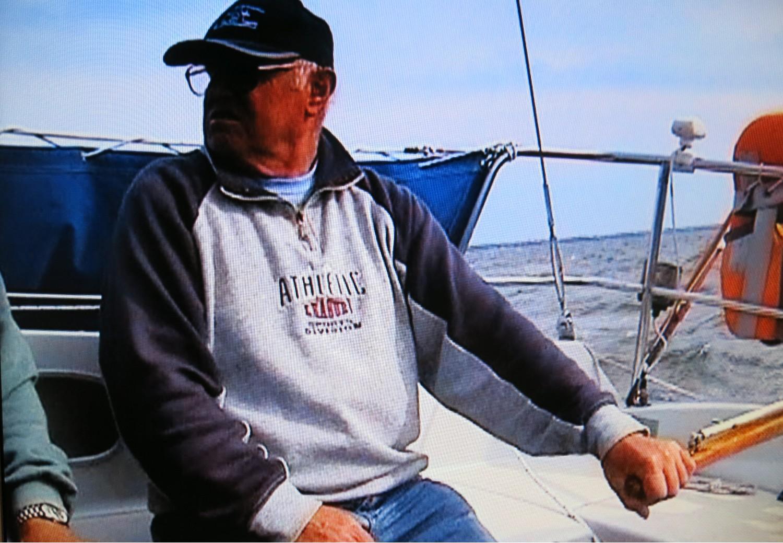 Locker mit Links steuert uns der Skipper hinaus auf den Bodden